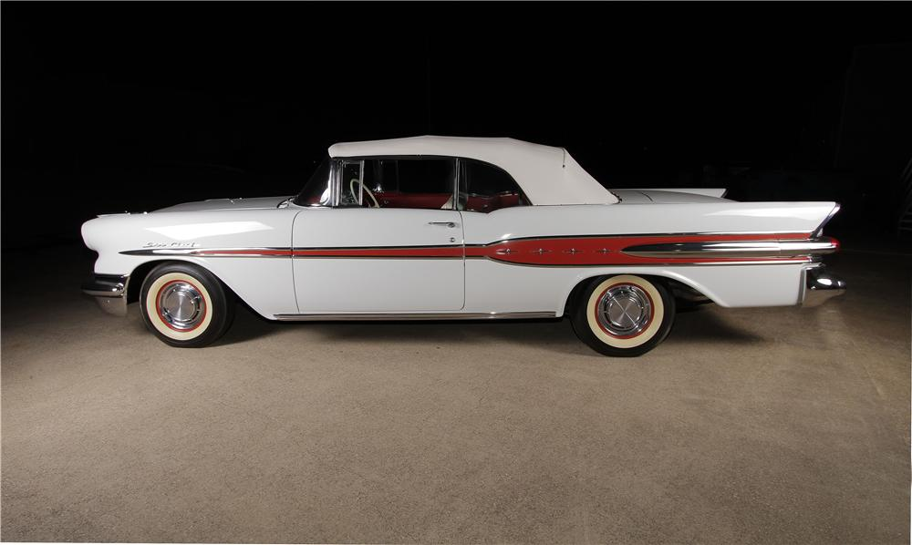 1957 PONTIAC STAR CHIEF CONVERTIBLE - Side Profile - 162304
