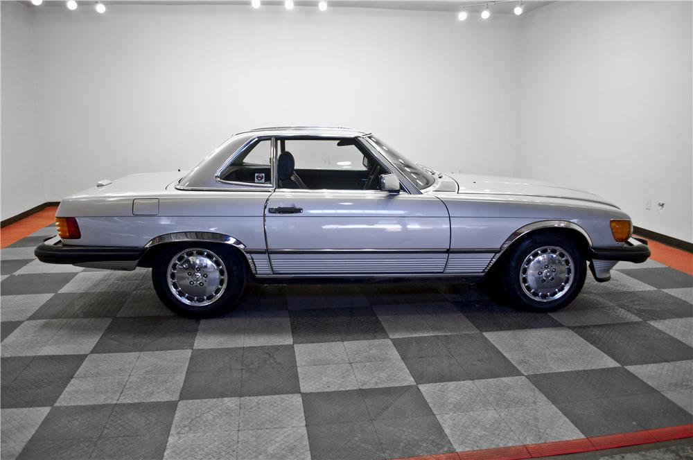1988 MERCEDES-BENZ 560SL CONVERTIBLE - Side Profile - 162340