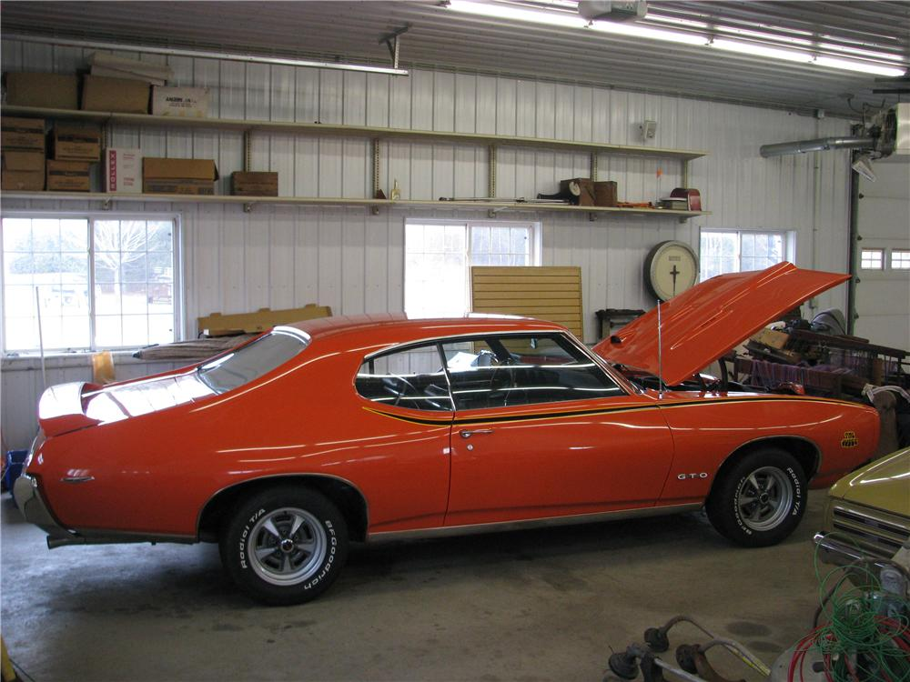 1969 PONTIAC GTO JUDGE 2 DOOR COUPE - Front 3/4 - 162344