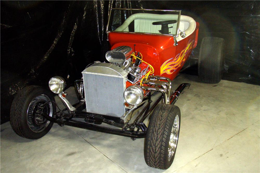 1923 FORD T-BUCKET CUSTOM - Front 3/4 - 162355