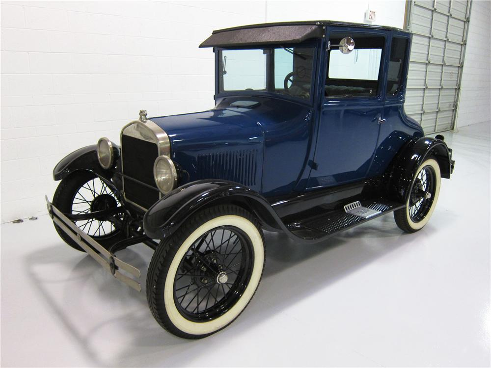 1927 FORD MODEL T COUPE - Front 3/4 - 162394