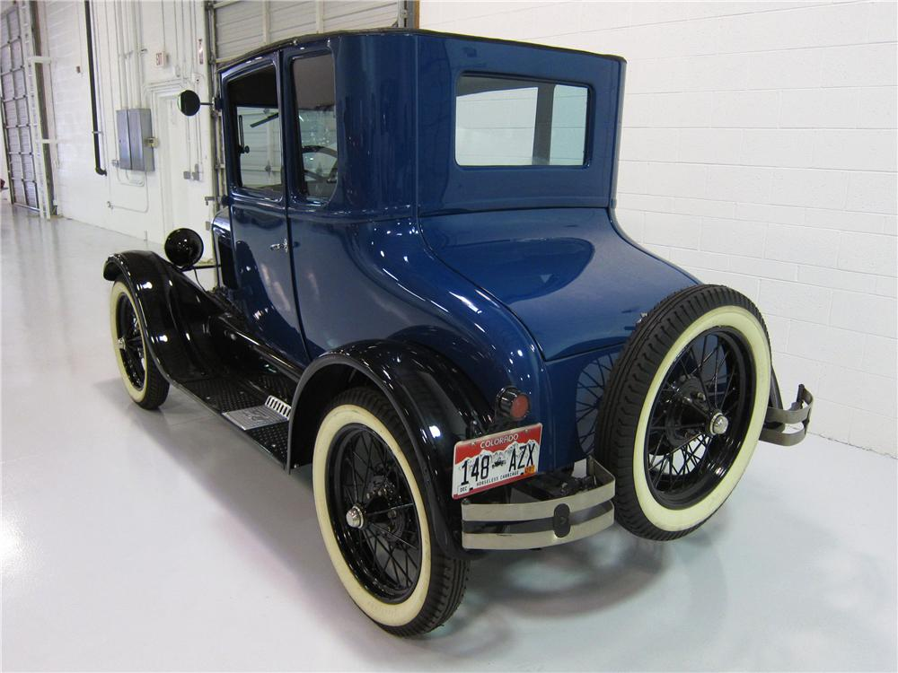 1927 FORD MODEL T COUPE - Rear 3/4 - 162394