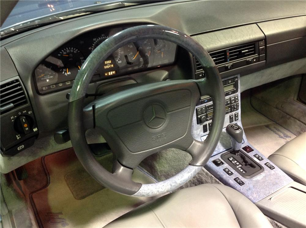 1997 MERCEDES-BENZ SL320 CONVERTIBLE - Interior - 162452
