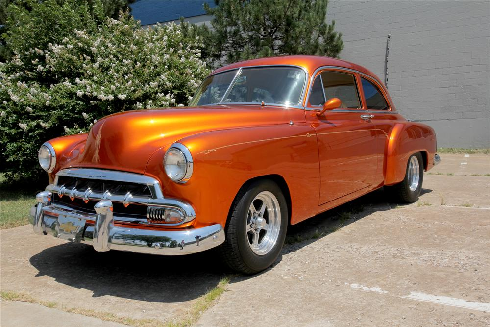 1952 CHEVROLET CUSTOM 2 DOOR COUPE - Front 3/4 - 162621