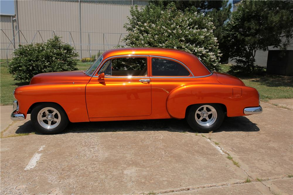 1952 CHEVROLET CUSTOM 2 DOOR COUPE - Side Profile - 162621