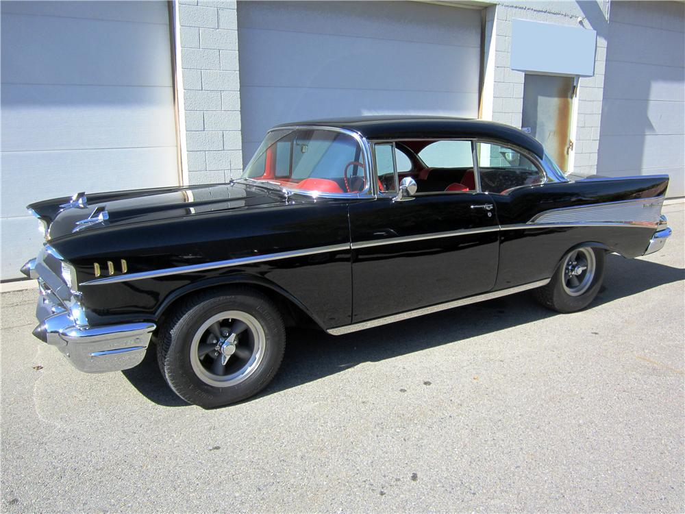 1957 CHEVROLET BEL AIR CUSTOM 2 DOOR HARDTOP - Front 3/4 - 162670