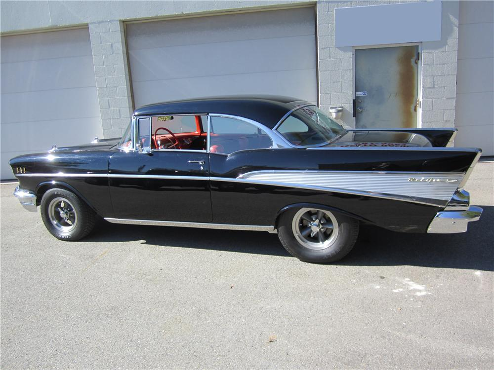 1957 CHEVROLET BEL AIR CUSTOM 2 DOOR HARDTOP - Rear 3/4 - 162670