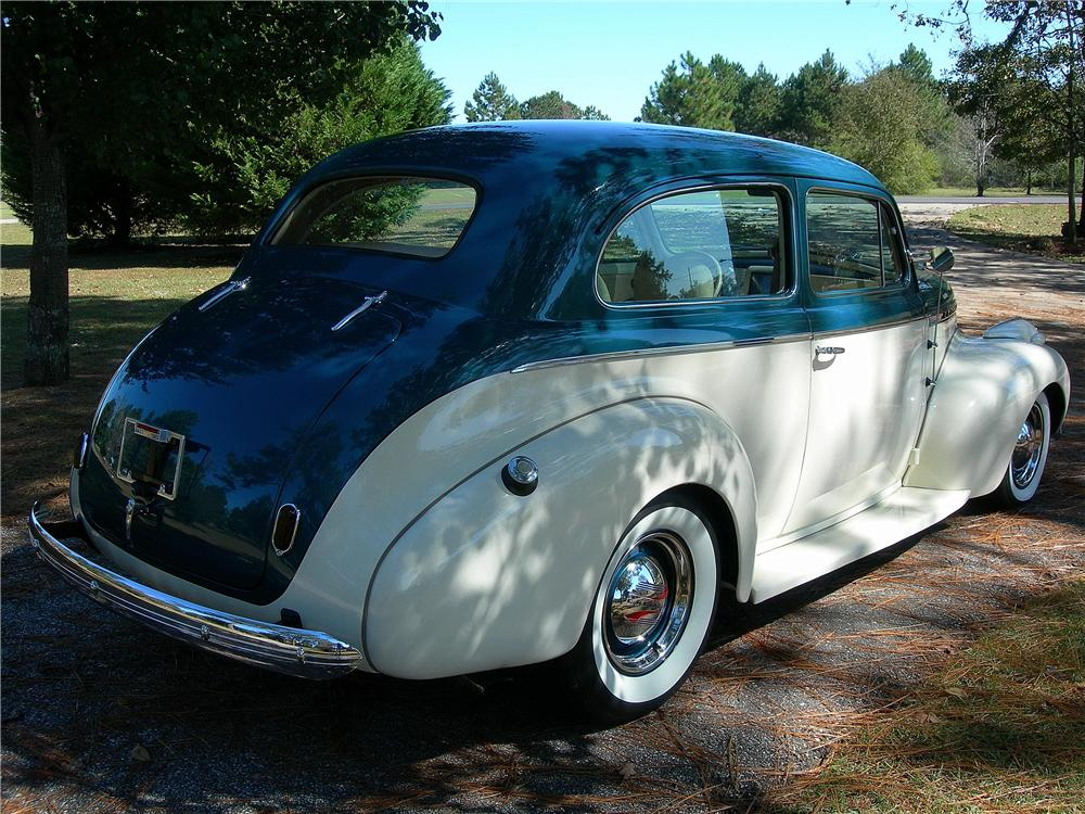 1940 CHEVROLET SPECIAL DELUXE CUSTOM 2 DOOR SEDAN - Rear 3/4 - 162713