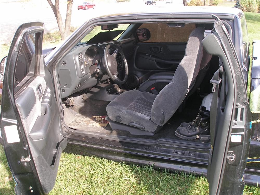 2001 CHEVROLET S-10 CUSTOM PICKUP - Interior - 162812
