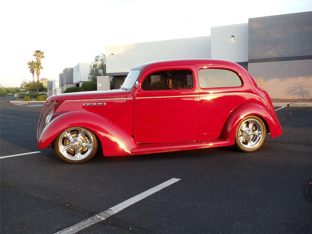 1937 FORD 74 CUSTOM 2 DOOR SEDAN - Side Profile - 162893