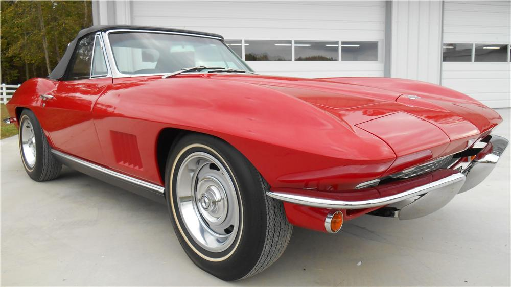 1967 CHEVROLET CORVETTE CONVERTIBLE - Front 3/4 - 162894
