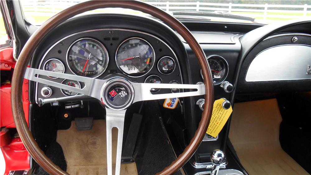 1967 CHEVROLET CORVETTE CONVERTIBLE - Interior - 162894