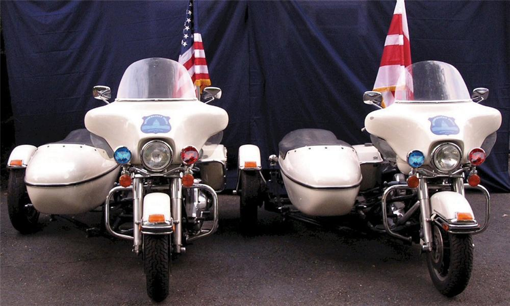 1997 HARLEY-DAVIDSON PRESIDENTIAL POLICE CYCLE W/SIDE - Front 3/4 - 16299