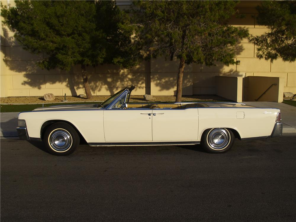 1965 LINCOLN CONTINENTAL CONVERTIBLE - Side Profile - 163078