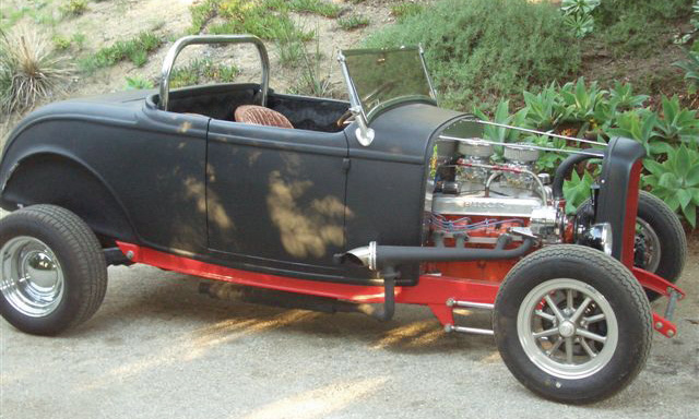 1932 FORD HOT ROD ROADSTER - Front 3/4 - 16332
