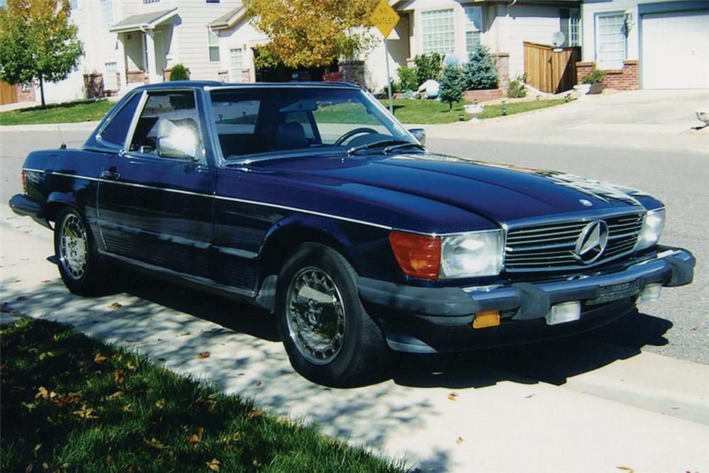 1987 MERCEDES-BENZ 560SL CONVERTIBLE - Front 3/4 - 16333