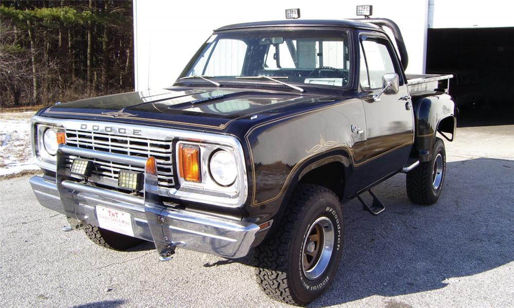1977 DODGE POWER WAGON PICKUP - Front 3/4 - 16341