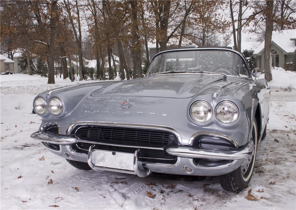 1962 CHEVROLET CORVETTE CONVERTIBLE - Front 3/4 - 170003