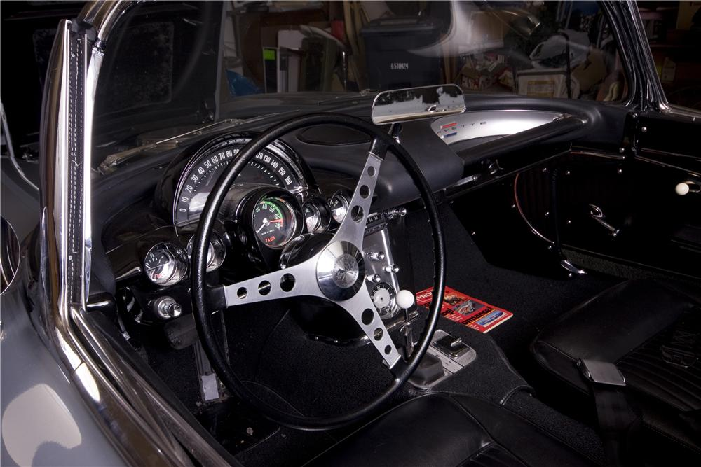 1962 CHEVROLET CORVETTE CONVERTIBLE - Interior - 170003
