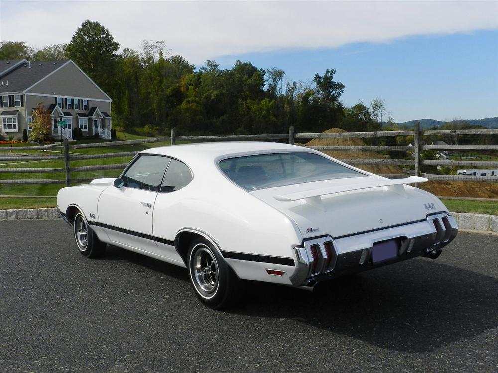 1970 OLDSMOBILE 442 W30 2 DOOR COUPE - Rear 3/4 - 170015