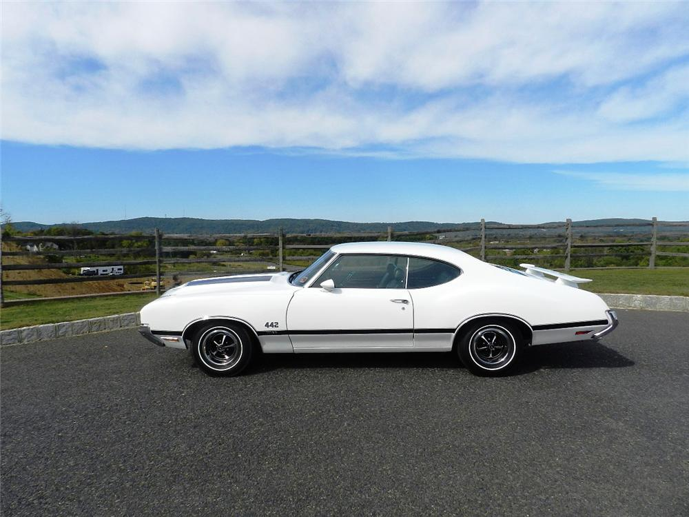 1970 OLDSMOBILE 442 W30 2 DOOR COUPE - Side Profile - 170015