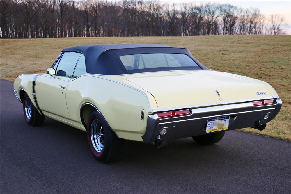1968 OLDSMOBILE 442 CONVERTIBLE - Rear 3/4 - 170025