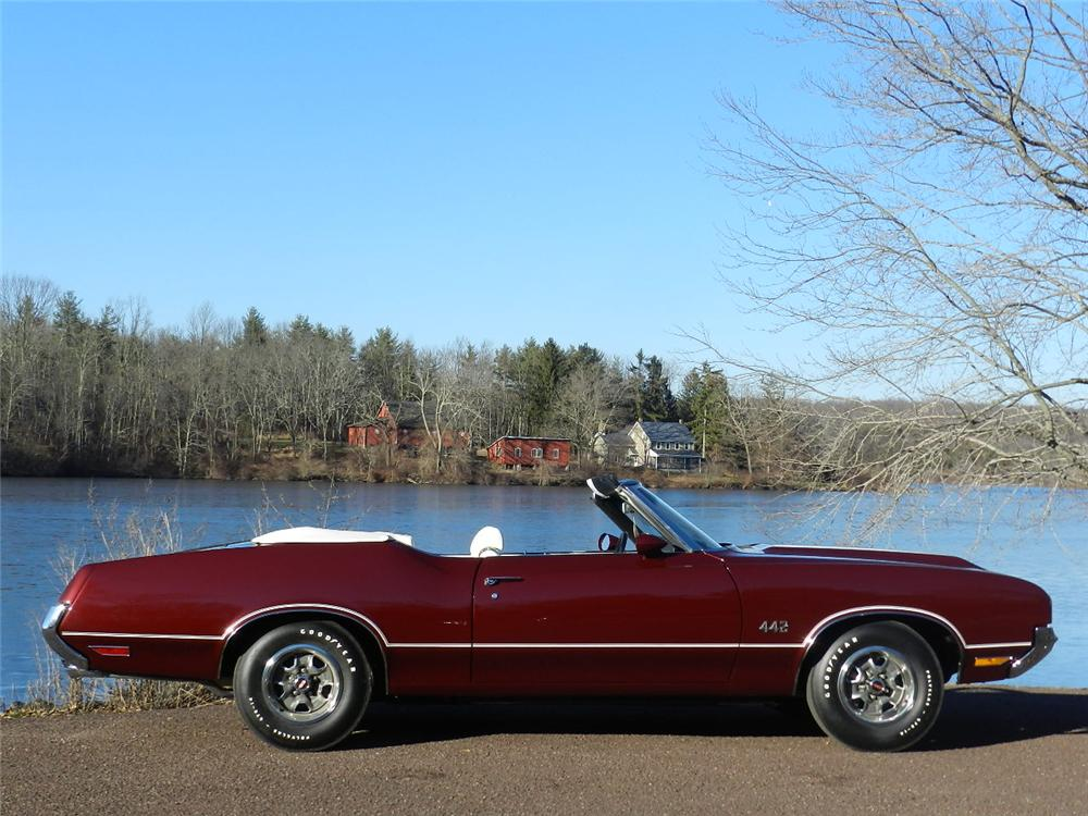 1970 OLDSMOBILE 442 CONVERTIBLE - Side Profile - 170030