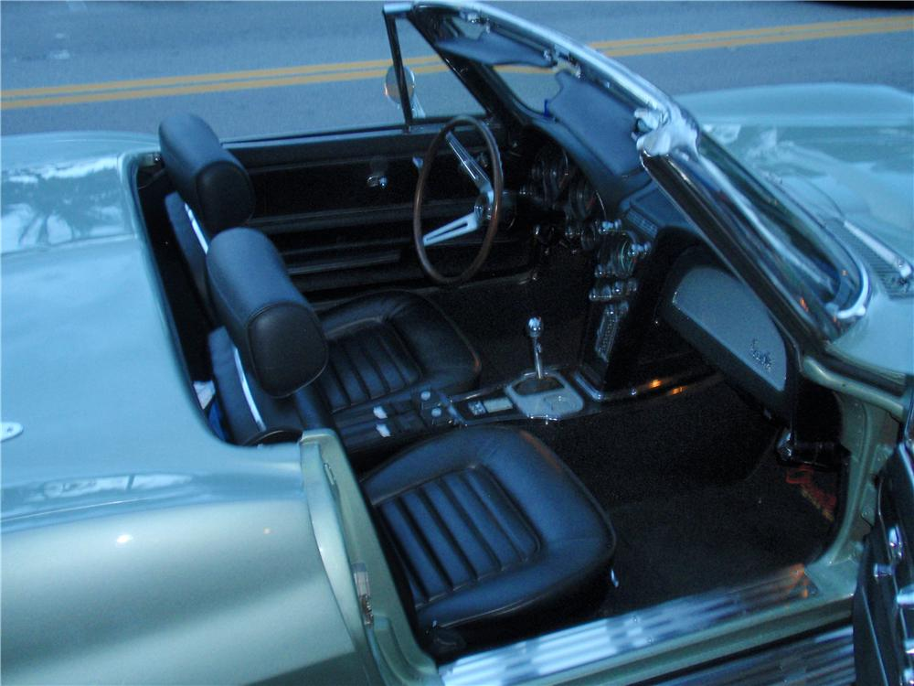 1966 CHEVROLET CORVETTE CONVERTIBLE - Interior - 170036