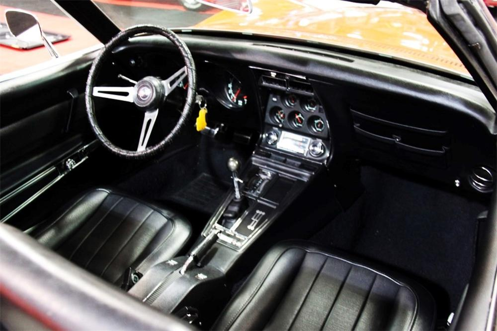 1969 CHEVROLET CORVETTE CONVERTIBLE - Interior - 170038
