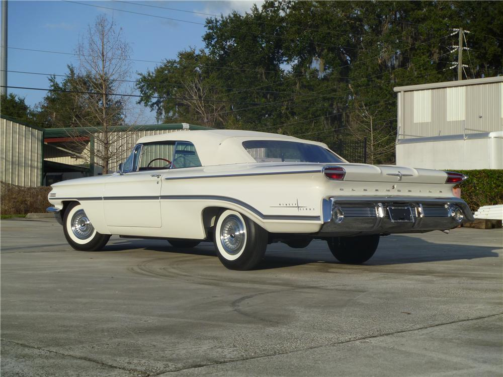 1960 OLDSMOBILE 98 CONVERTIBLE - Rear 3/4 - 170060
