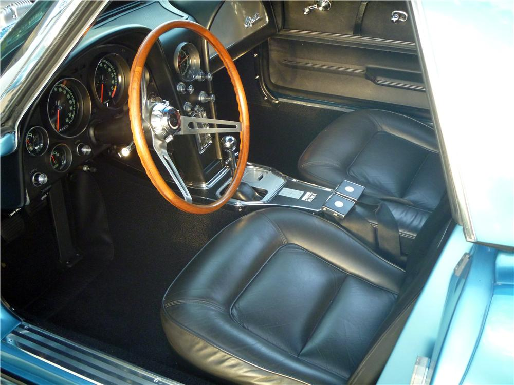 1965 CHEVROLET CORVETTE CONVERTIBLE - Interior - 170065