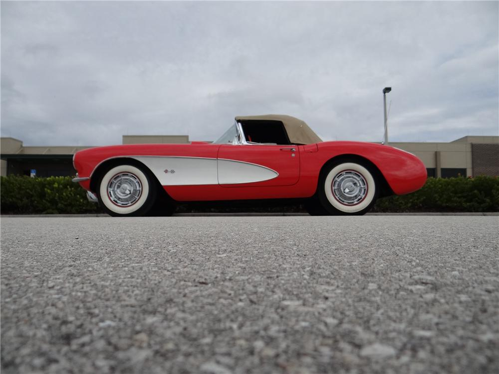 1956 CHEVROLET CORVETTE CONVERTIBLE - Front 3/4 - 170072