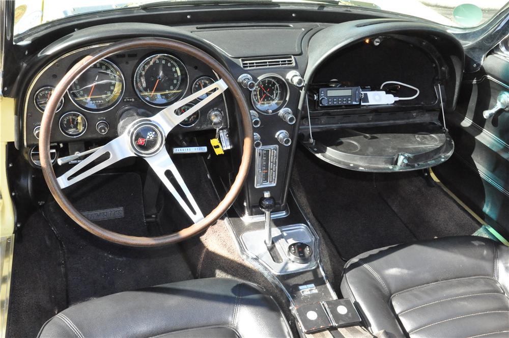 1966 CHEVROLET CORVETTE CONVERTIBLE - Interior - 170132