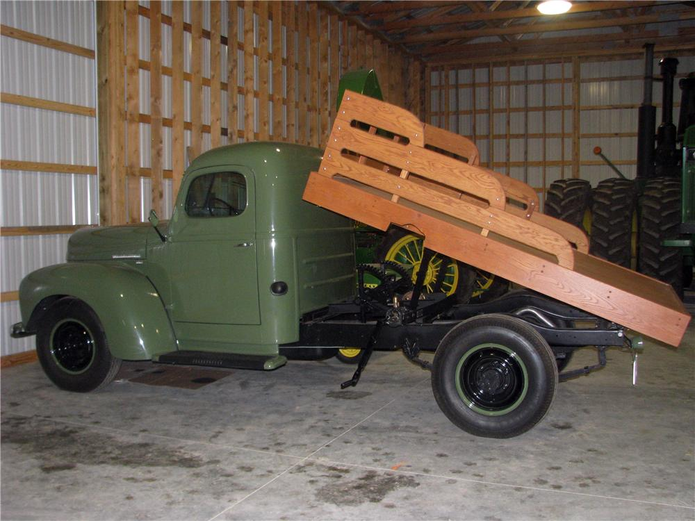 1949 INTERNATIONAL KB3 FLAT BED - Rear 3/4 - 170159
