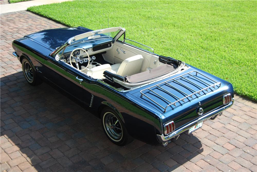 1965 FORD MUSTANG CONVERTIBLE - Rear 3/4 - 170237
