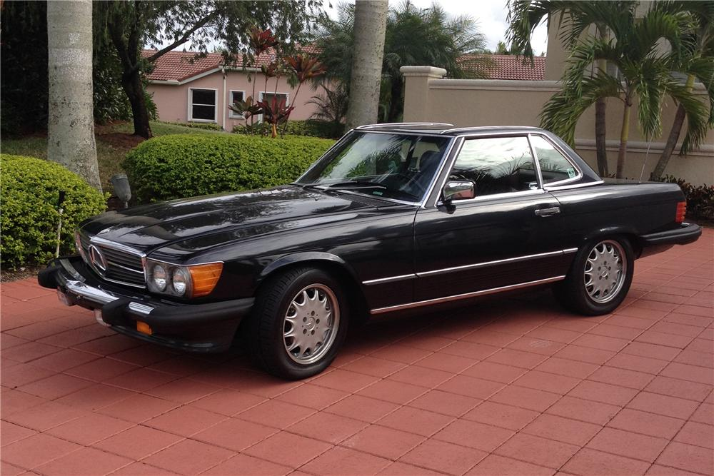 1986 MERCEDES-BENZ 560SL CONVERTIBLE - Front 3/4 - 170342