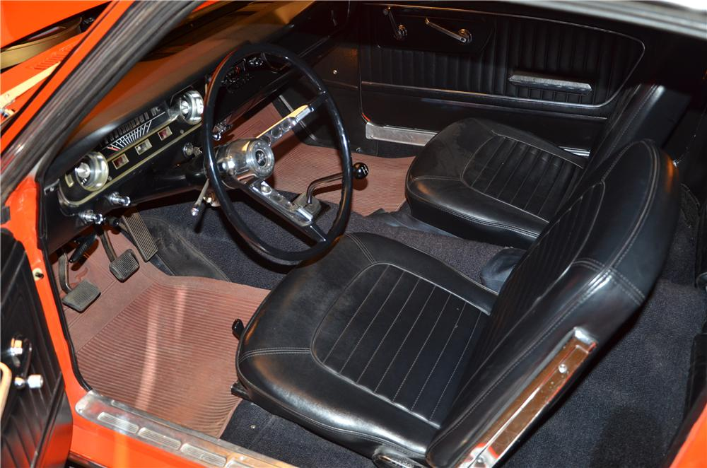 1965 FORD MUSTANG FASTBACK - Interior - 170370