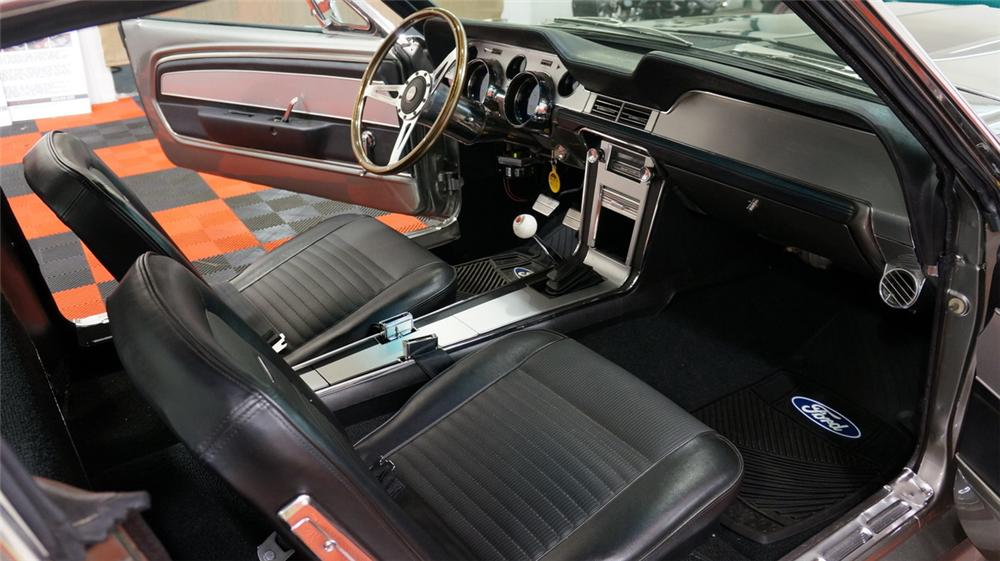 1967 FORD MUSTANG CUSTOM FASTBACK - Interior - 170411