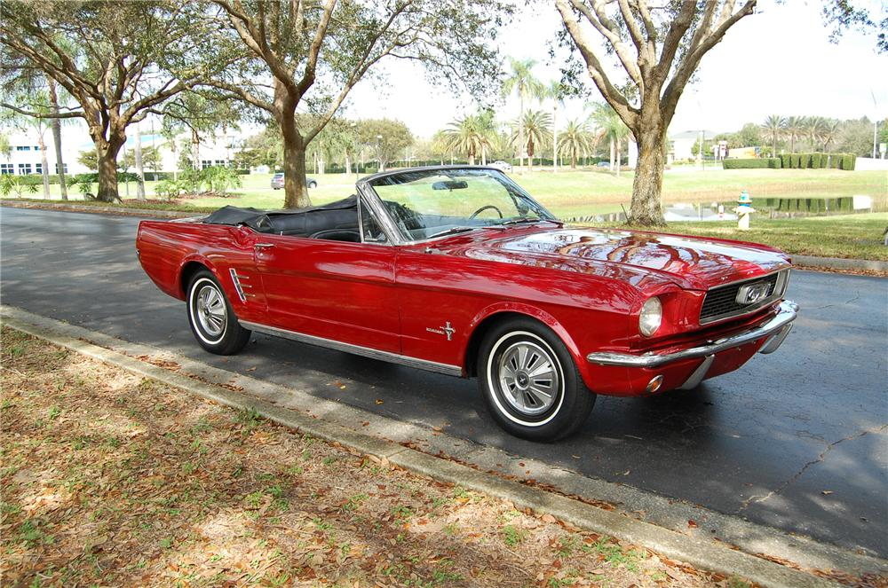 1966 FORD MUSTANG CONVERTIBLE - Front 3/4 - 170614