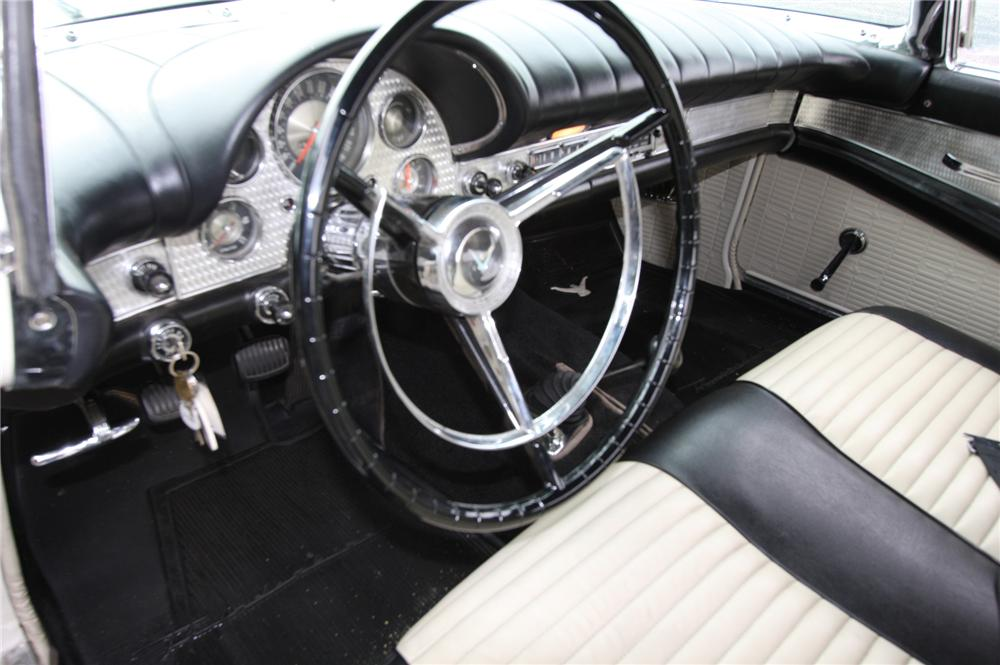 1957 FORD THUNDERBIRD CONVERTIBLE - Interior - 170628