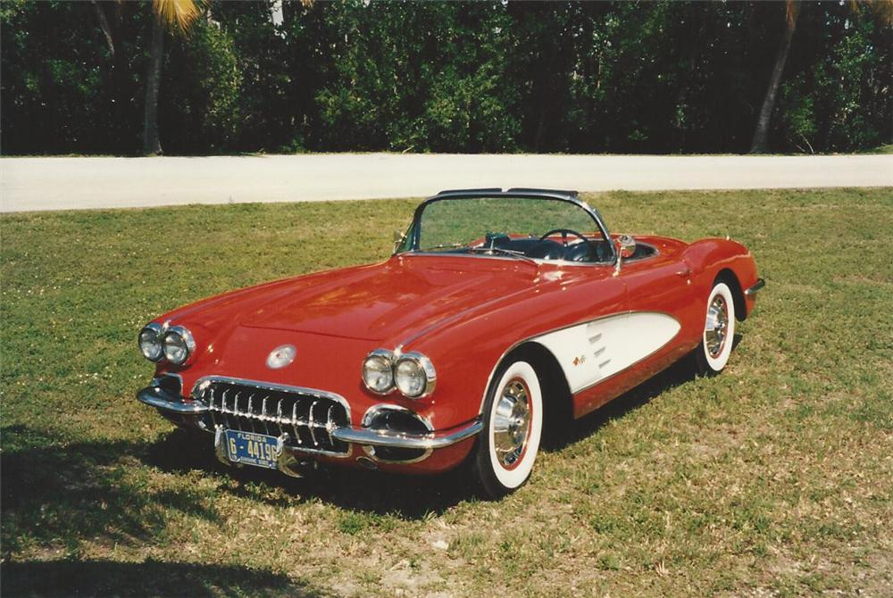 1960 CHEVROLET CORVETTE CONVERTIBLE - Front 3/4 - 170705