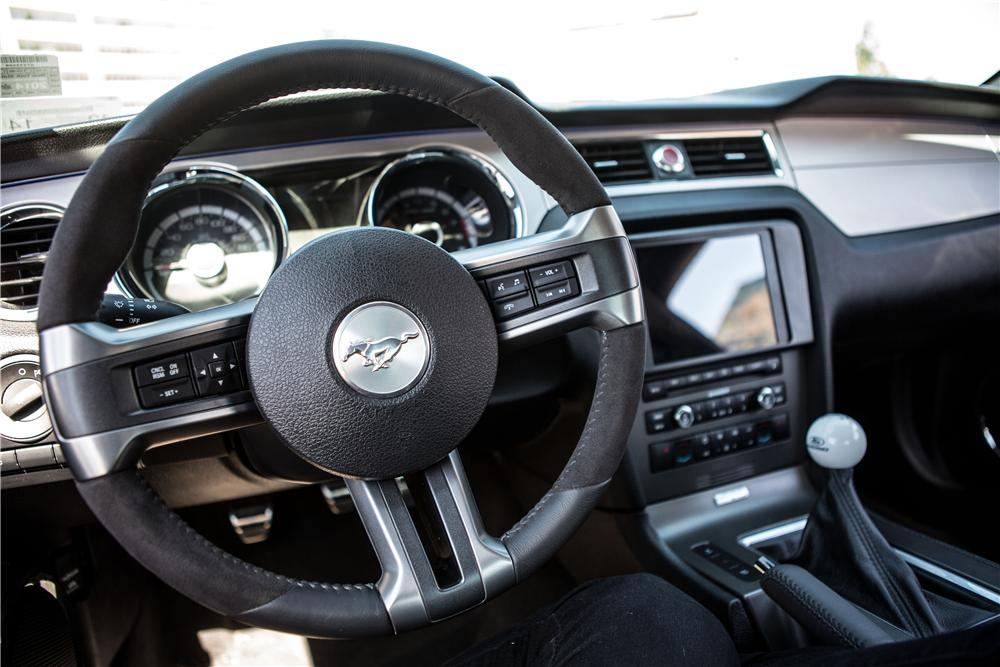 2013 FORD MUSTANG FASTBACK - Interior - 170828