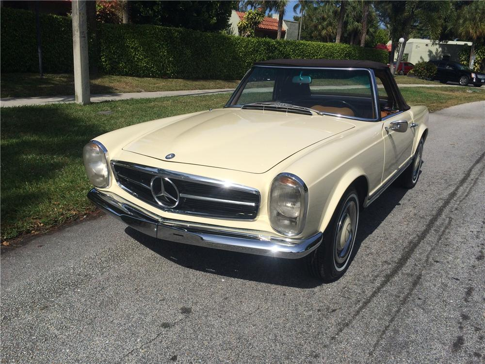 1965 MERCEDES-BENZ 230SL CONVERTIBLE - Front 3/4 - 170835