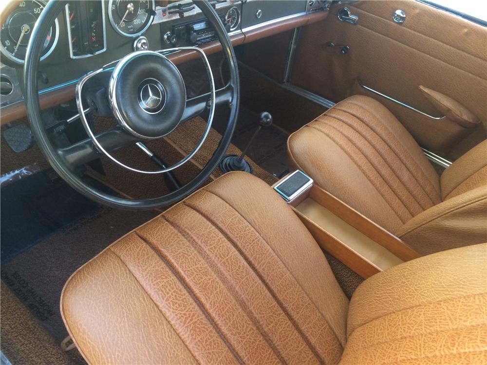 1965 MERCEDES-BENZ 230SL CONVERTIBLE - Interior - 170835