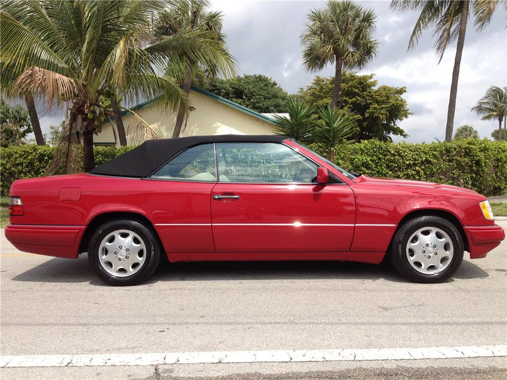 1995 MERCEDES-BENZ E320 CONVERTIBLE - Side Profile - 170860