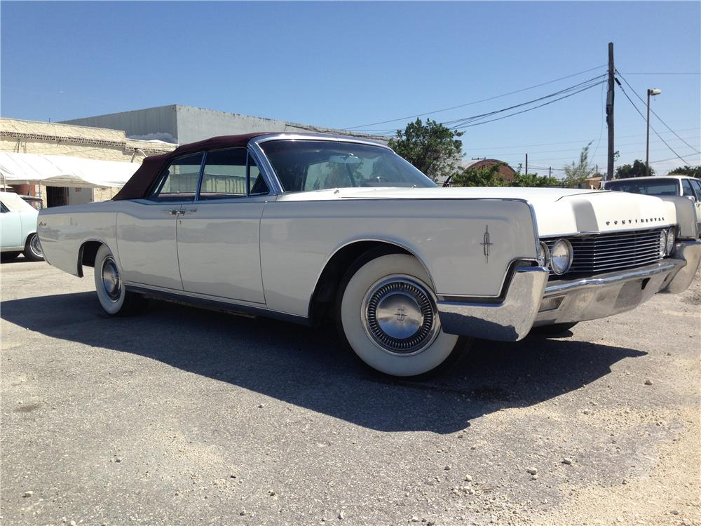 1966 LINCOLN CONTINENTAL CONVERTIBLE - Front 3/4 - 170872