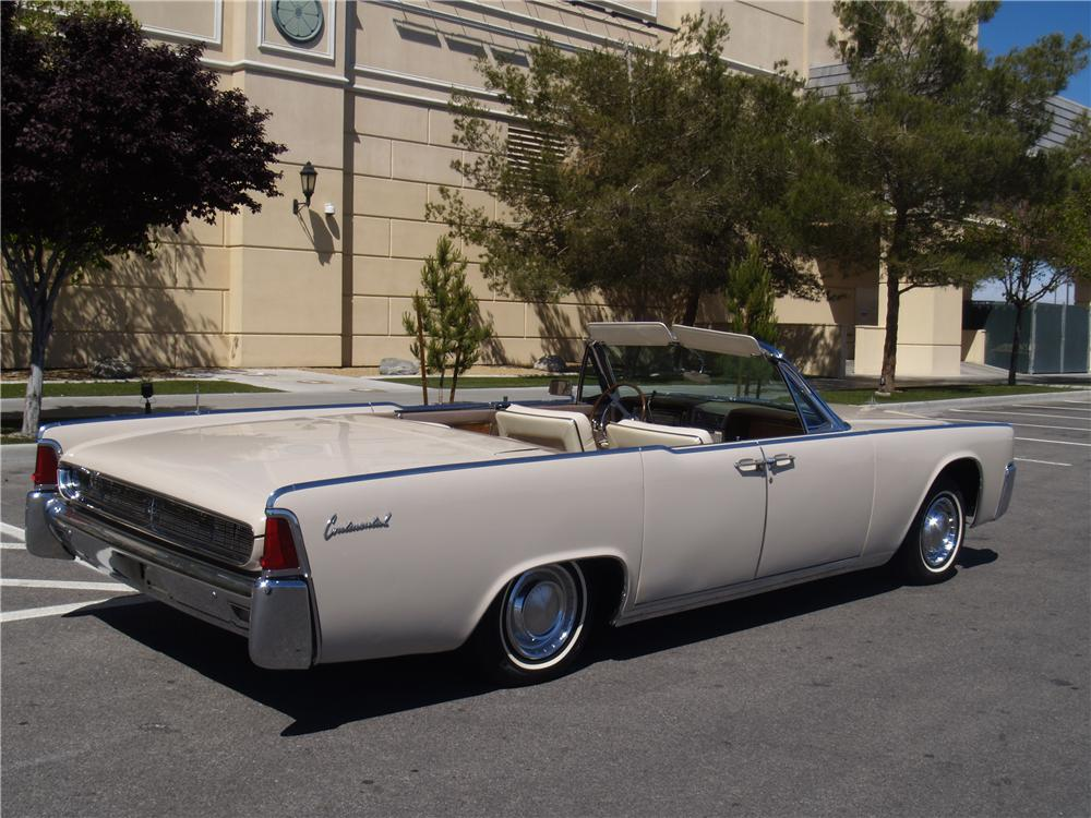 1962 LINCOLN CONTINENTAL CONVERTIBLE - Rear 3/4 - 170952