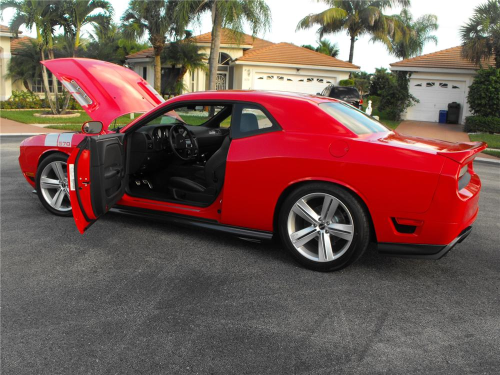 2010 dodge challenger r t custom 2 door coupe 171006. Black Bedroom Furniture Sets. Home Design Ideas