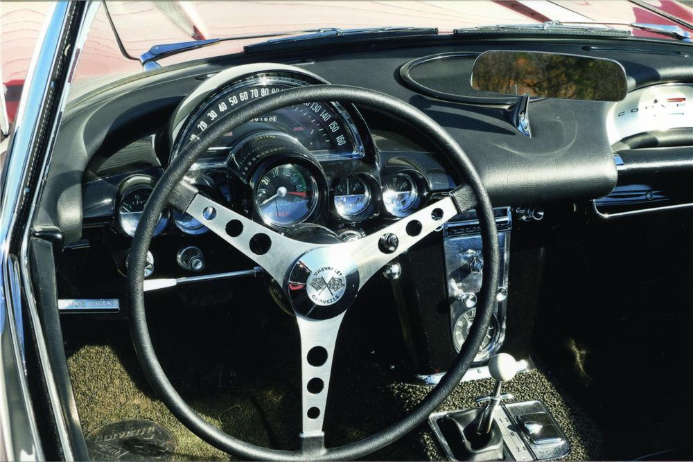 1961 CHEVROLET CORVETTE CONVERTIBLE - Interior - 174450