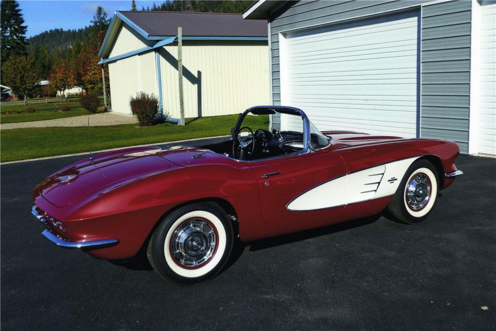 1961 CHEVROLET CORVETTE CONVERTIBLE - Rear 3/4 - 174450
